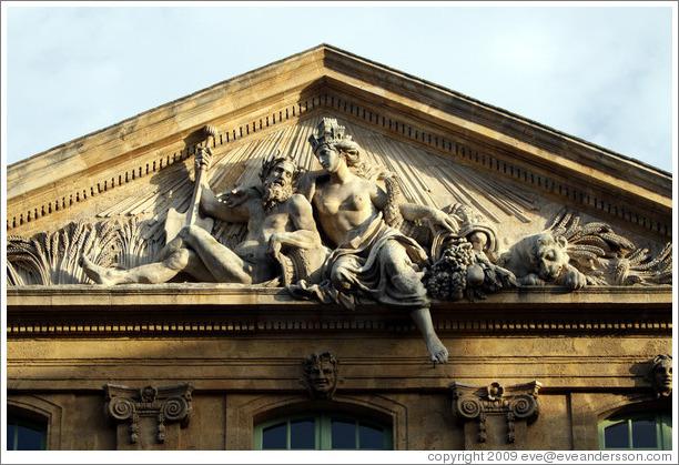 aix-en-provence-old-town-place-de-l-hotel-de-ville-l-ancienne-halle-aux-grains-sculptures-medium.jpg