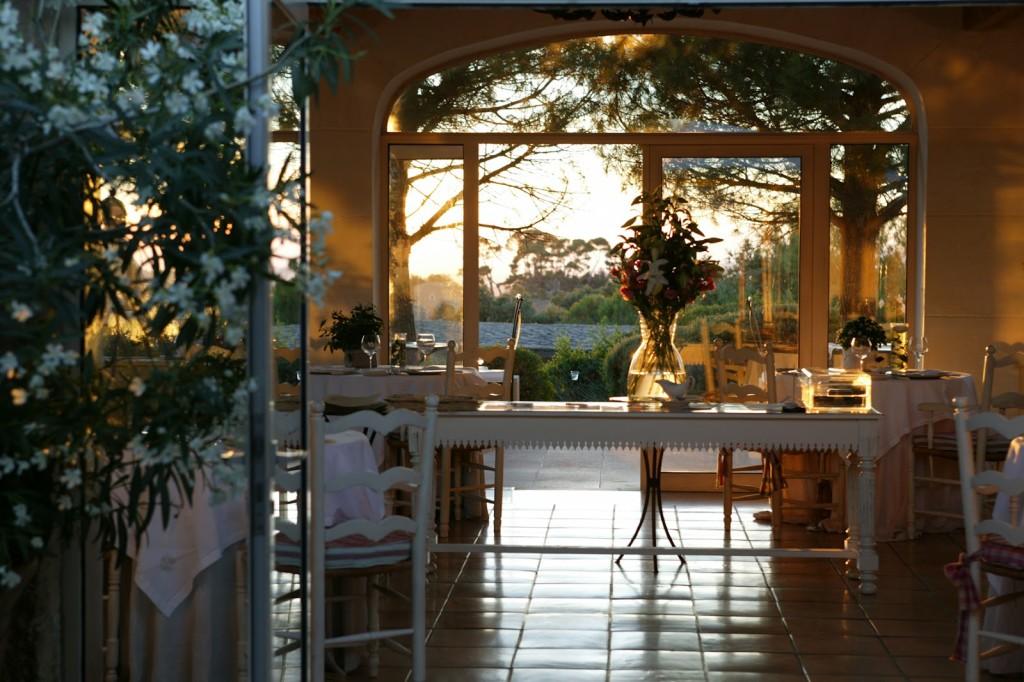 Capelongue+-+Salle+Restaurant+2.jpg